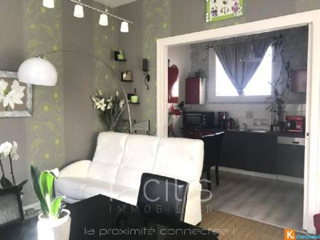 ENSEMBLE IMMOBILIER COMPRENANT UN T 4 ET UN T2 A THOUARS OPPORTUNITE....