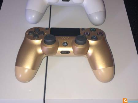 PlayStation 4 Blanche + 2 manettes