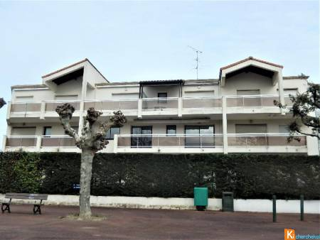 APPARTEMENT   AU PREMIER ETAGE A ROYAN
