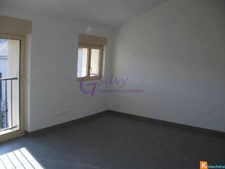 LOCATION : ORANGE appartement 3 pièces de 75 m2 environ