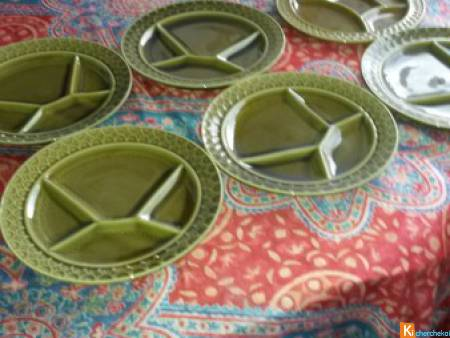 6 ASSIETTES A COMPARTIMENT FAIENCE