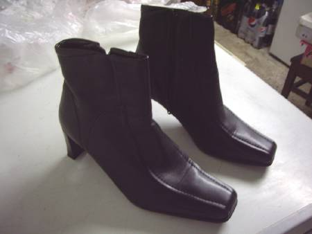 Bottines Noir pointure 40-neuves- à 10 €