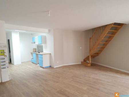 APPARTEMENT F3 DUPLEX - AUNEAU CENTRE