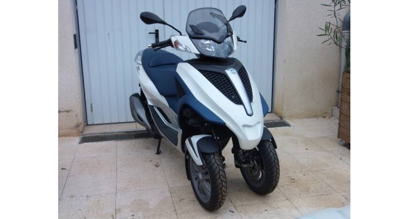 SCOOTER 3 ROUES PIAGGIO 125