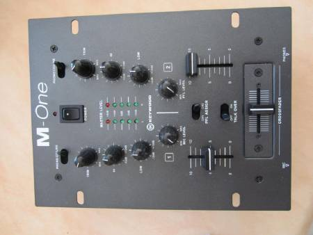 Mixer DJ M-One de Keywood