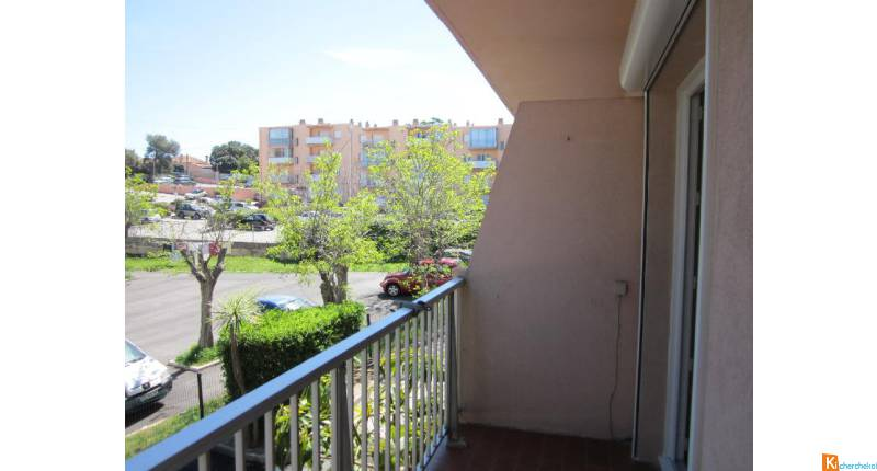 STUDIO 23 m2 GIENS - BALCON PARKING