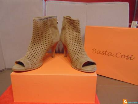 Escarpins en nubuck beige NEUF !! point 41