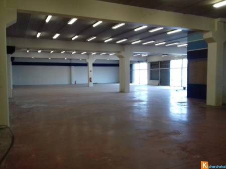 Marignane local commercial 700 m² emplacement n°1