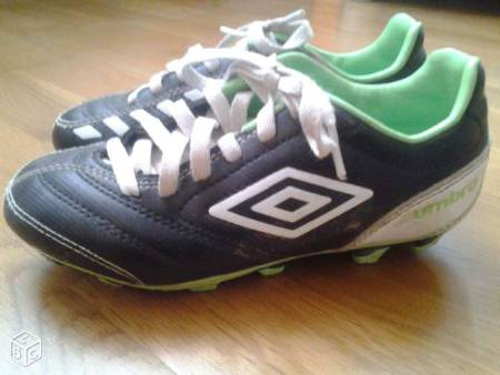 Chaussures de foot Umbro taille 33