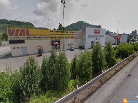 Local 1970M2 Bord RN113 AGEN SUD 40€/m2/an ....