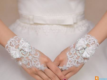 paire de mitaines blanche mariage