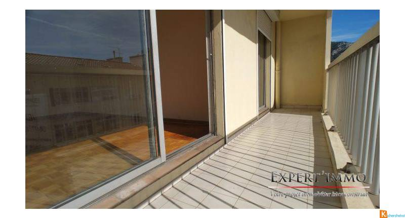 APPARTEMENT T4 90M² AVEC ASCENSEUR + TERRASSE - Toulon