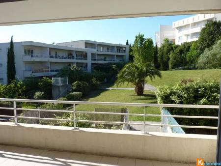 Appartement GRAND F2 surface 40m2 terrasse de 20m2<br>Etage 1er, Vue Panoramique, Exposition Sud, Etat ...