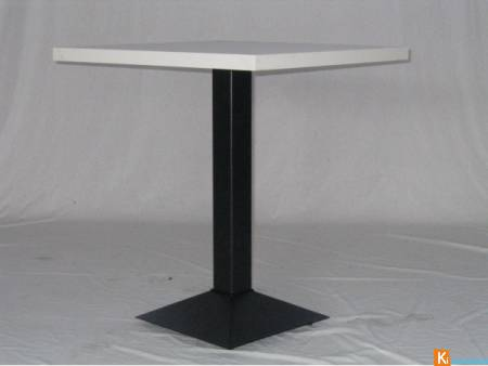 MARTE B - TABLE AVEC PIED CENTRAL EN FER