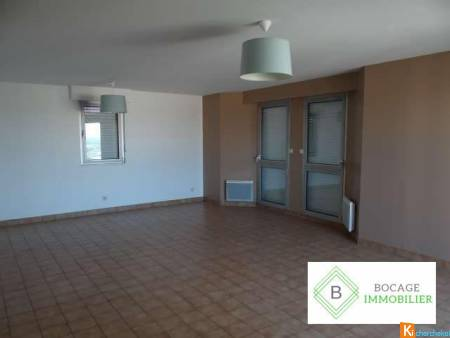 APPARTEMENT LUMINEUX ET SPACIEUX EN RESIDENCE A BRESSUIRE - Bressuire