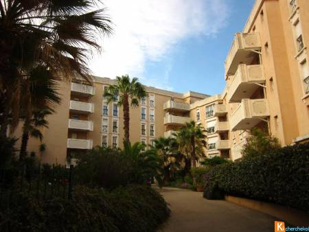 HYERES CENTRE-VILLE - T3 en RDC 66 m2 + balcon + 2 places de parkings
