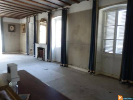 SAINT CLAUDE APPARTEMENT DE STANDING A RENOVER