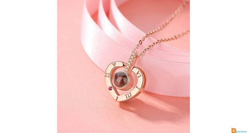 Collier doré rose projection cœur