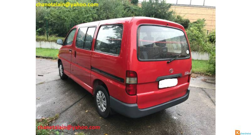 Toyota Hiace 2,4 D 9 places ROUGE