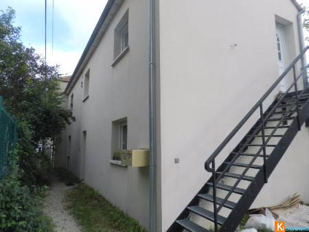 TROYES : ENSEMBLE COMPRENANT 2 APPARTEMENTS DE 74 M2 .