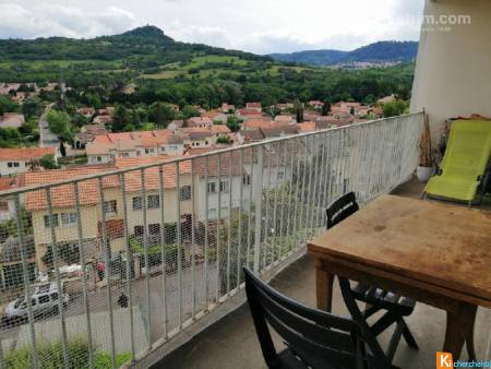 Beaumont Appartement T3 avec terrasse, parking et cave.