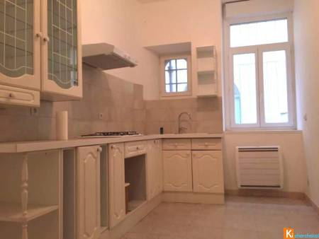 LODEVE CENTRE VILLE - APPARTEMENT T2 RENOVE 45m2