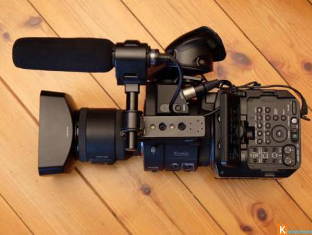 Sony FS700R + Speedbooster ULTRA + SEL P 18-200mm