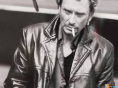 photo noir et blanc  signée Johnny Hallyday