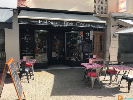 HYERES CENTRE LOCAL 27 M2