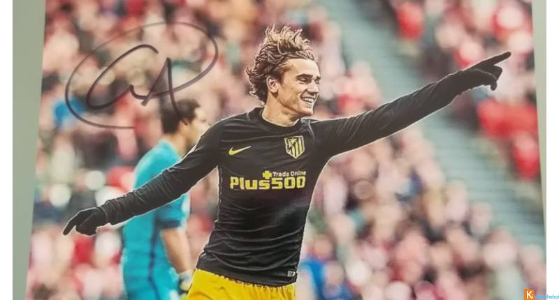 photo couleur signéeAntoine Griezmann