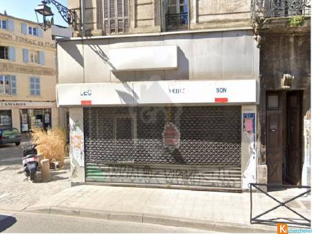 ARLES CENTRE LOCAL COMMERCIAL