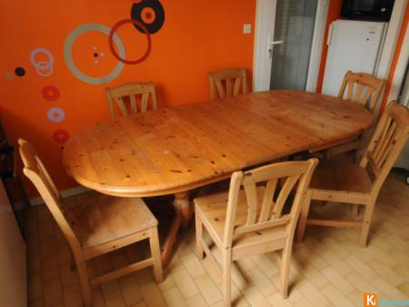 Table plus 6 chaises en pin massif