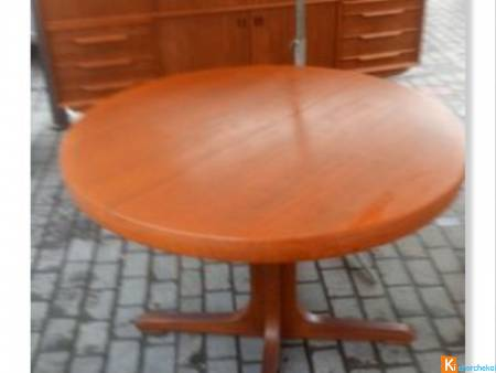 Table ronde au design scandinave annee 1950