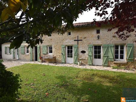 Maison en pierre de 140 m2, 2200 m2 de terrain, secteur de Mougon
